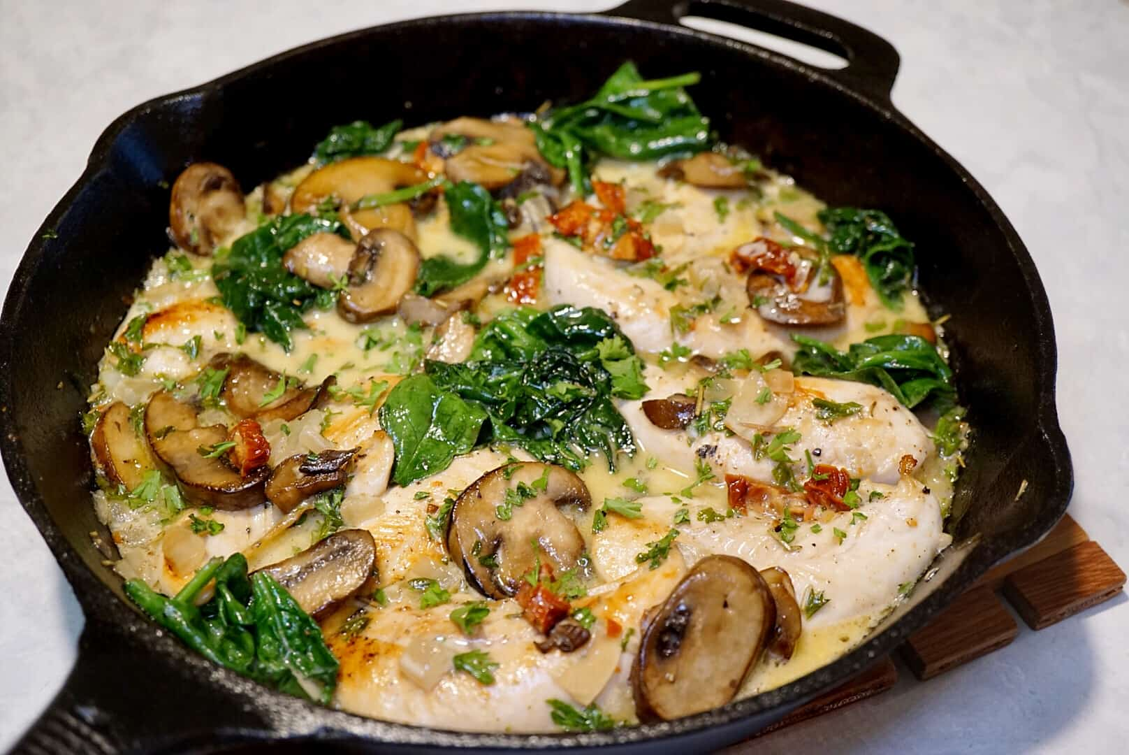 One Pan Skillet Chicken With Creamy Mushroom Sauce Jz Eats