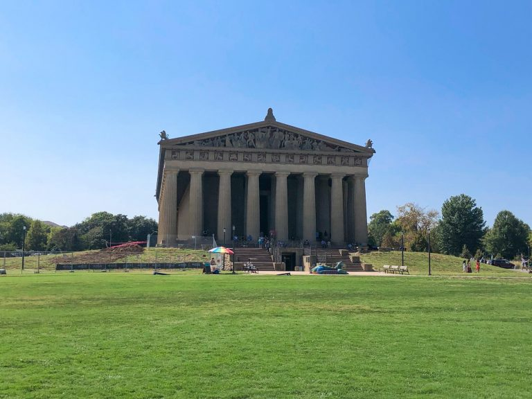 fun things to do in nashville: visit the parthenon