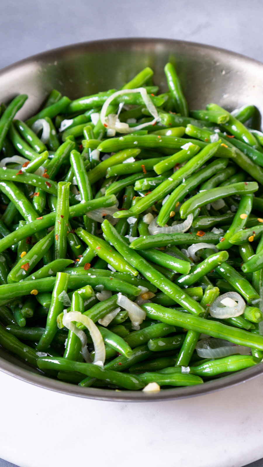 sauteed green beans in a pan