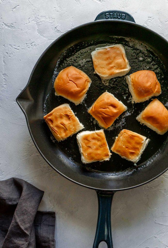 kings hawaiian dinner rolls in a pan