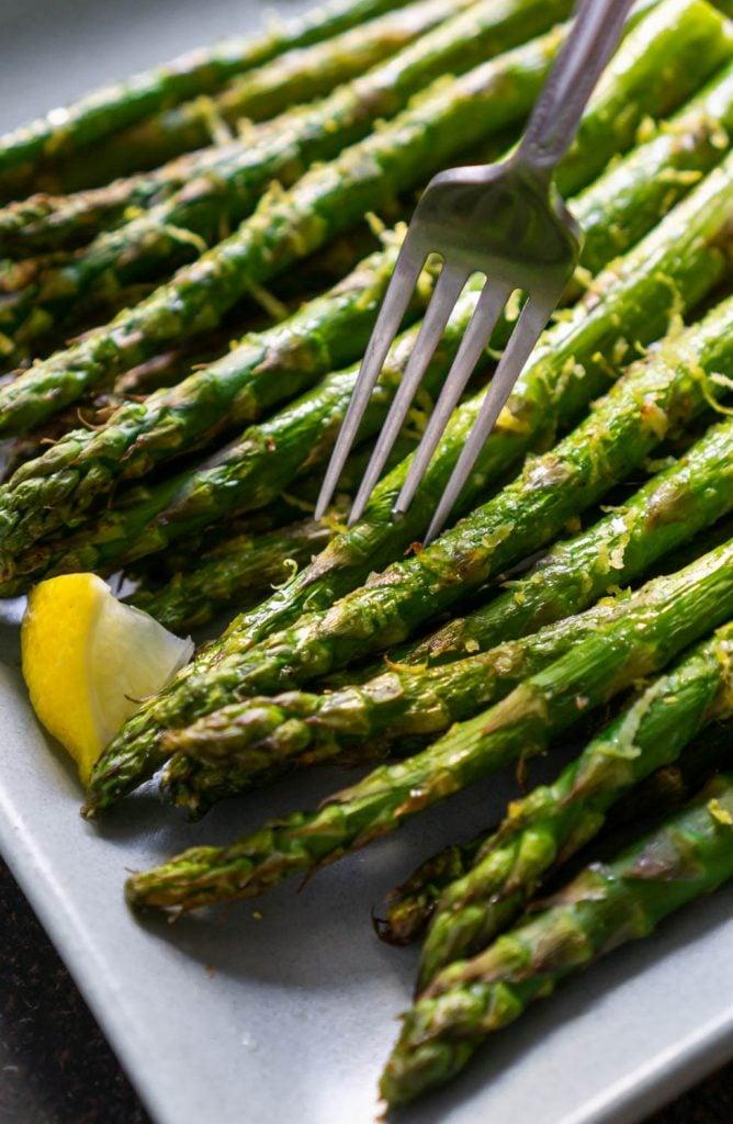 air fryer asparagus with a silver fork