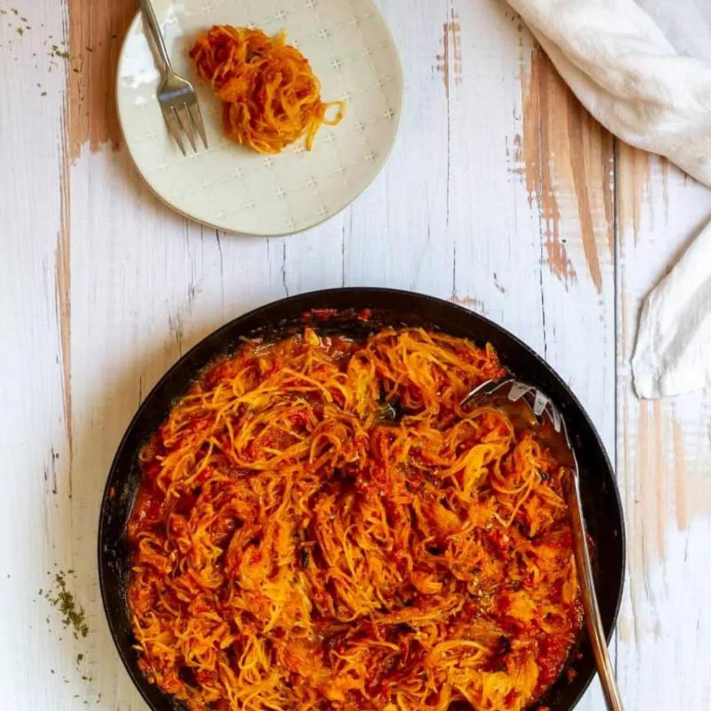 spaghetti squash marinara in a black bowl